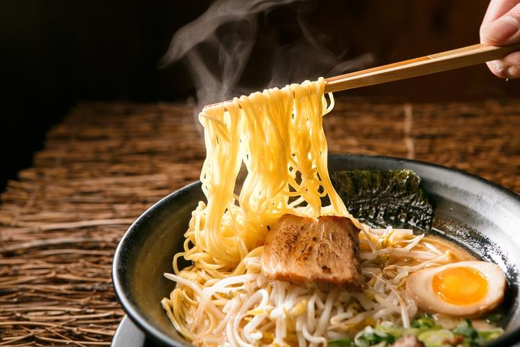 steaming bowl of ramen noodles