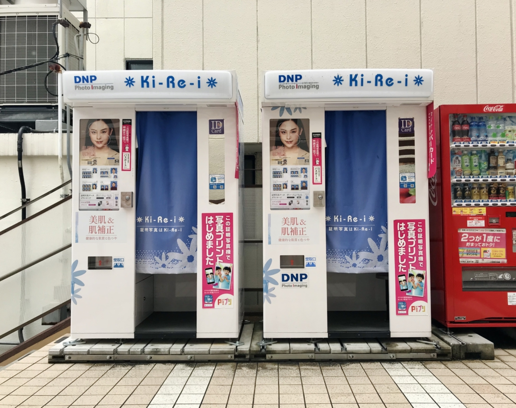 id-photo-shooting-booth-box-in-Japan