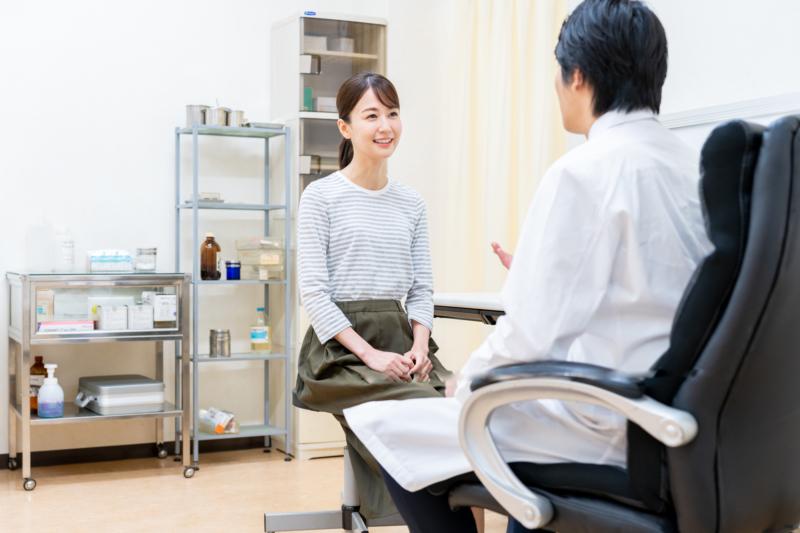 女性面對醫生問診