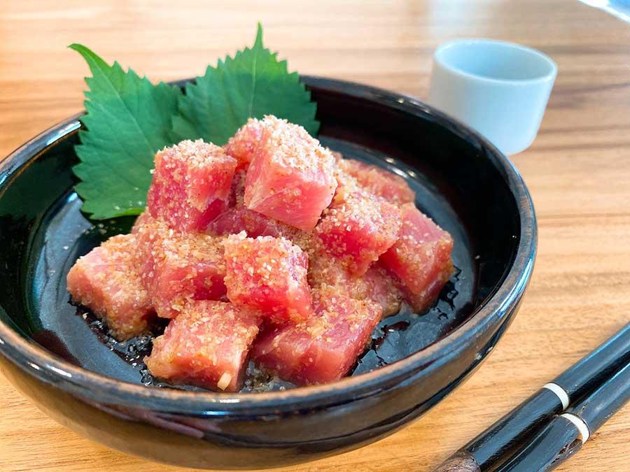 白芝麻拌生鮪魚
