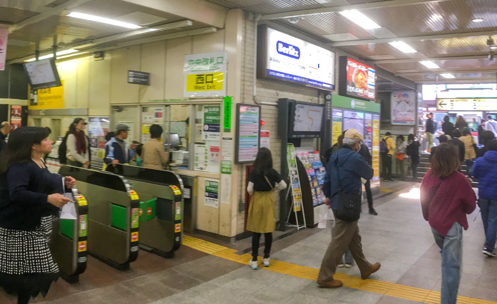 inside of jr meguro station