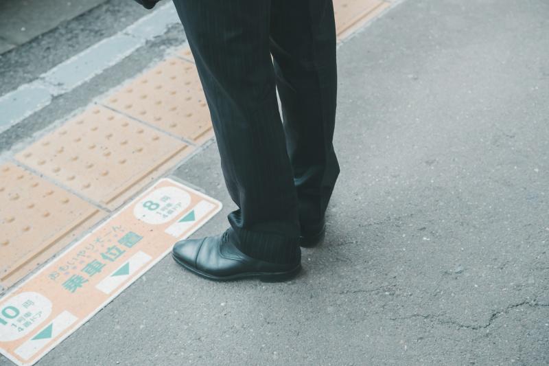vạch chỉ dẫn địa điểm đứng chờ tàu ở Nhật