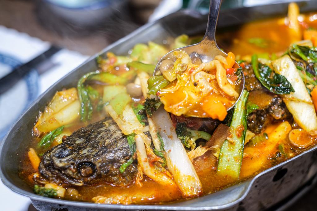 ร้านอาหารไทย ส้มโอ แกงส้มปลาช่อน