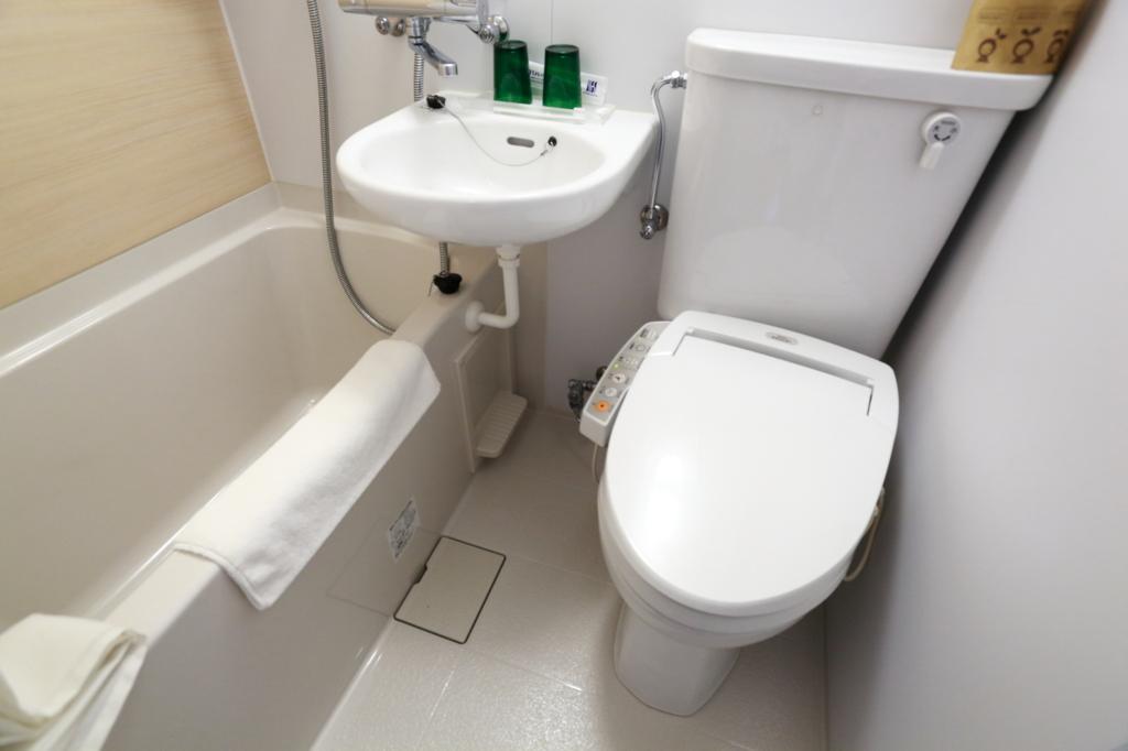 combined bath ad bathroom
