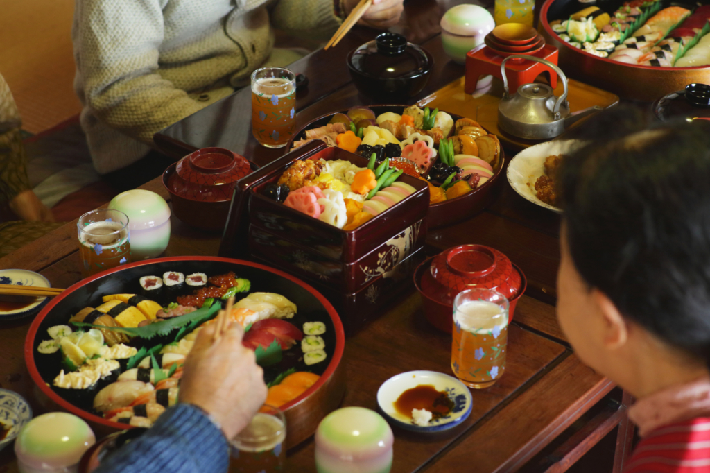 A Japanese family enjoying an osechi set