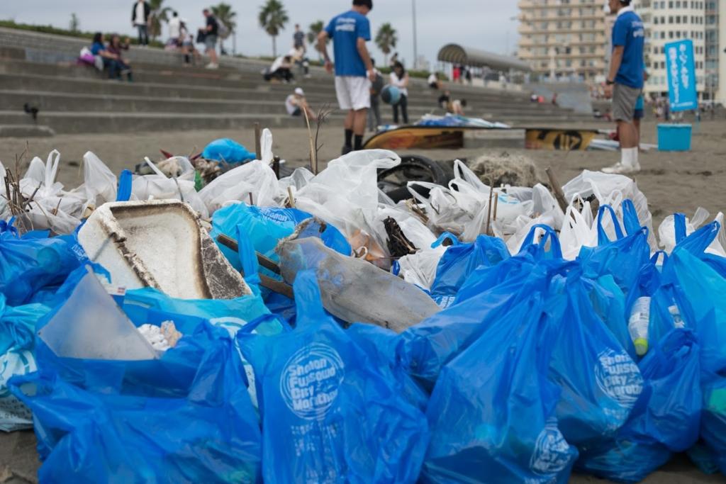 Beach clean up at Fujisawa Beach in Kanagawa Prefecture