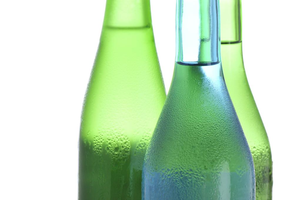 玻璃瓶裡的純米酒