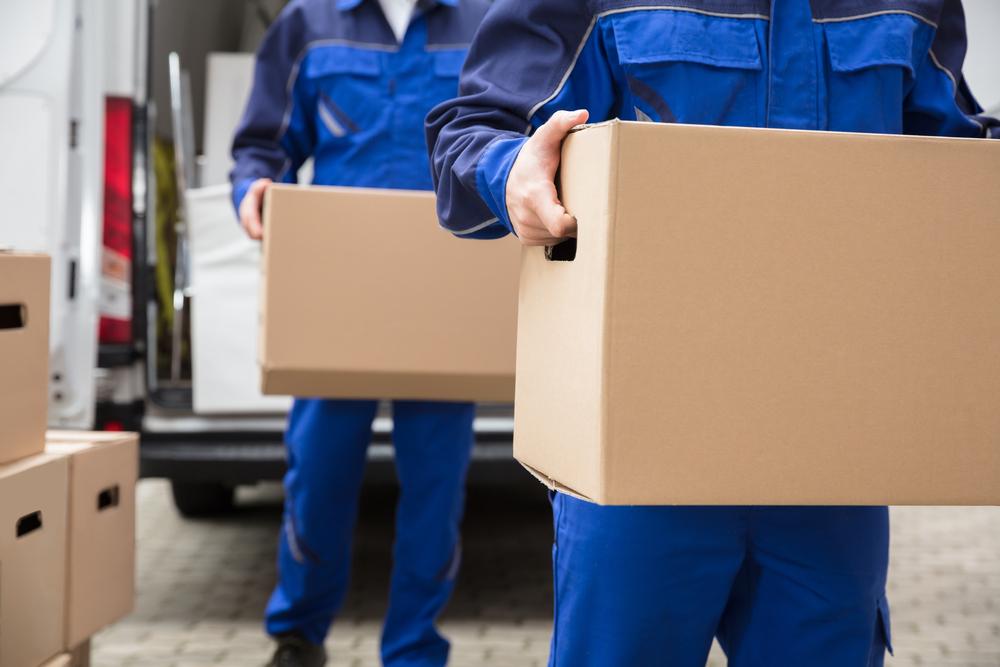nhân viên công ty vận chuyển nhà