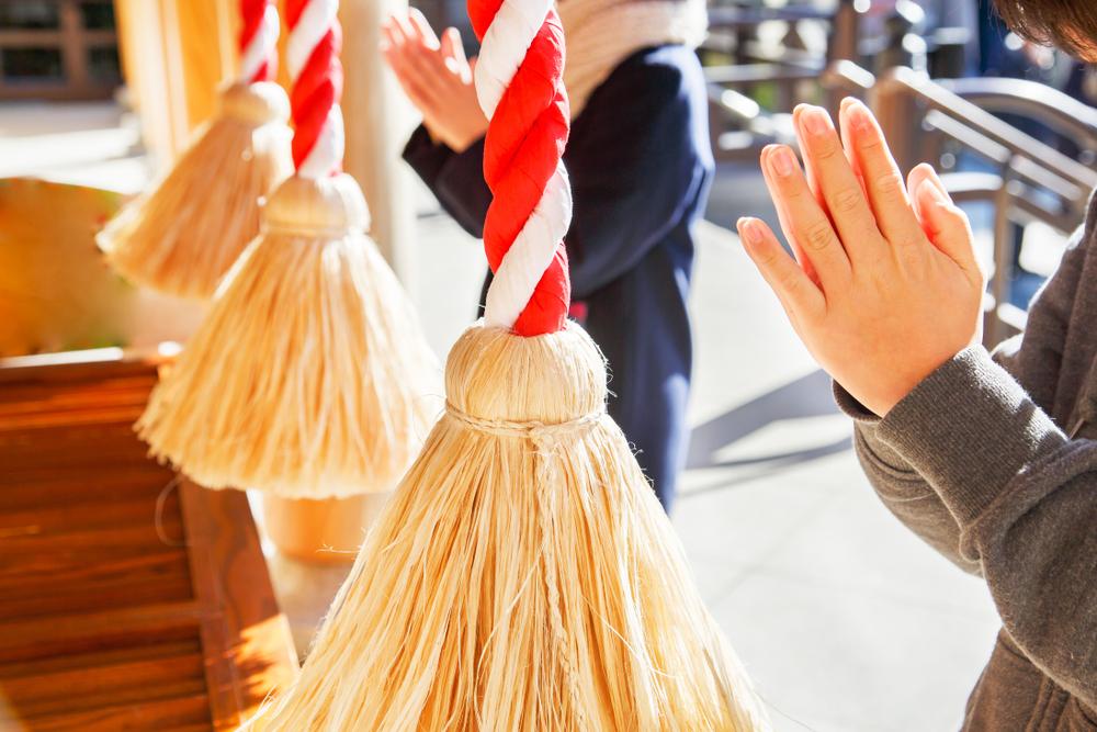người Nhật đi viếng đền vào ngày đầu năm mới