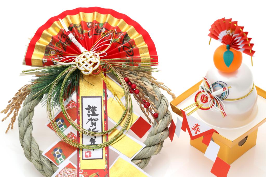đồ trang trí năm mới ở Nhật: shimekazari và kagami mochi