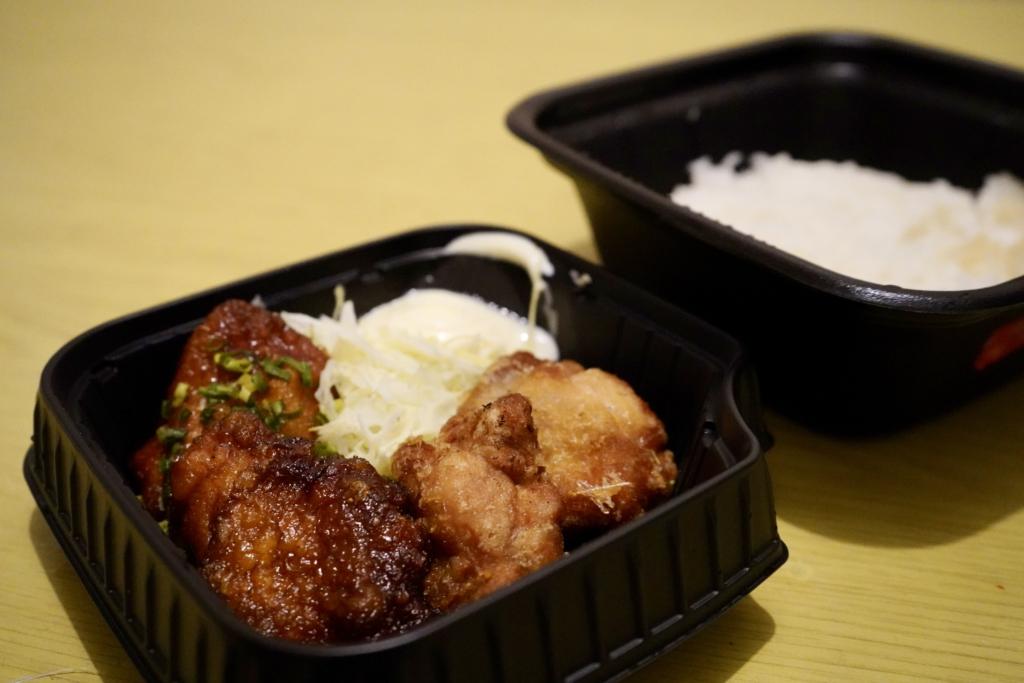ไก่ทอดทั้งสองรสจากร้าน Karayoshi