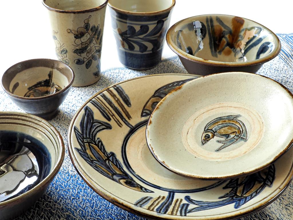 沖繩陶器盤子和碗和杯子