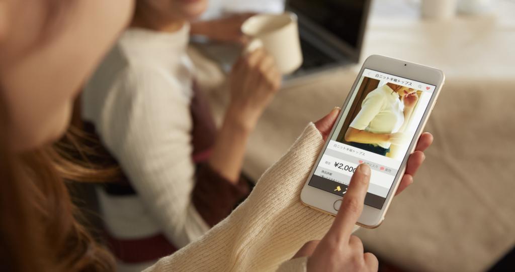 mua hàng bằng ứng dụng Mercari trên điện thoại