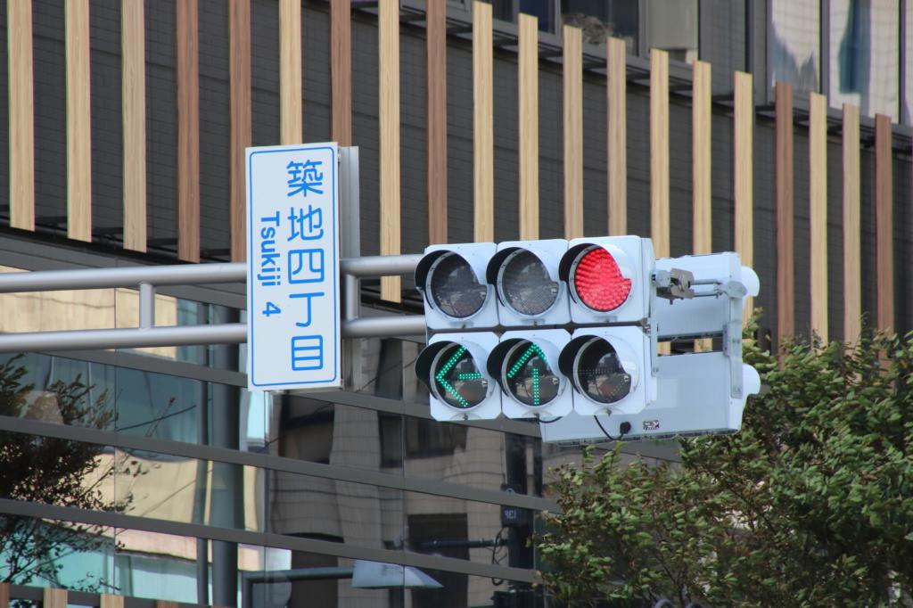 日本路上的箭頭式紅綠燈