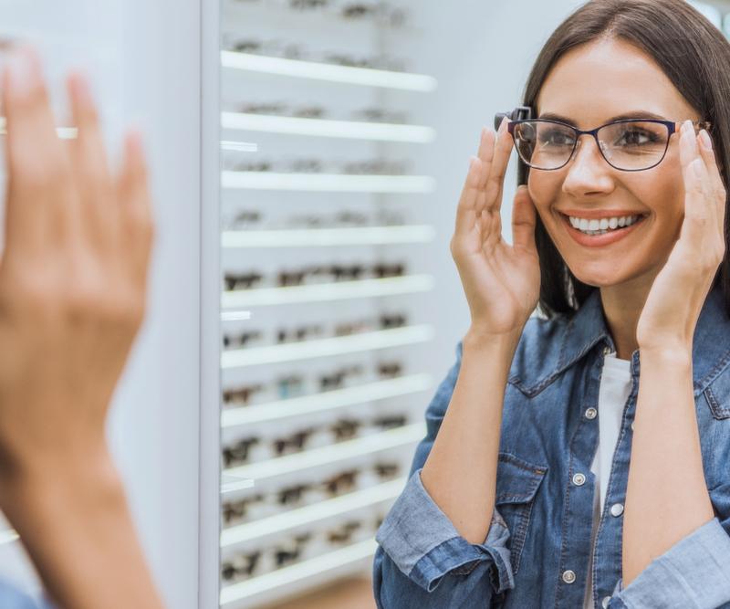 mua kính mắt tại Nhật