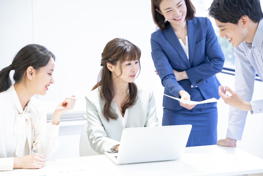 giao tiếp với đồng nghiệp trong công ty