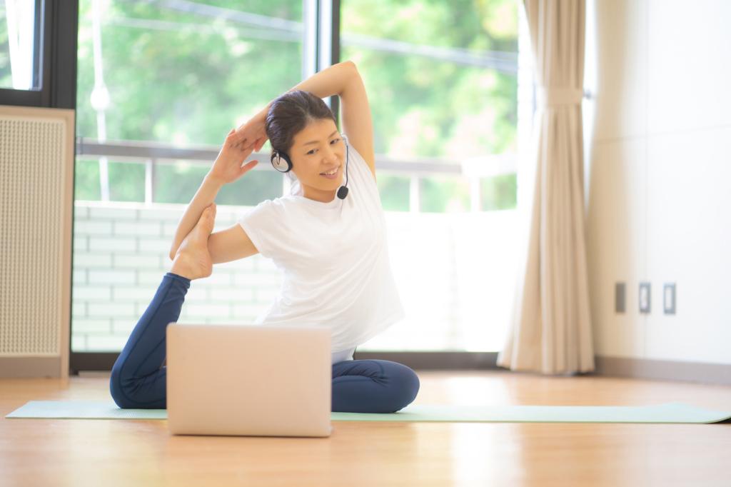 Tập yoga trực tuyến tại phòng tập thể dục ảo