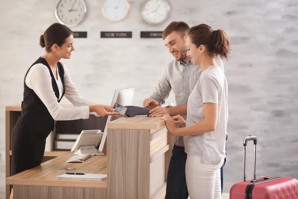 nhân viên làm trong ngành khách sạn tại Nhật Bản